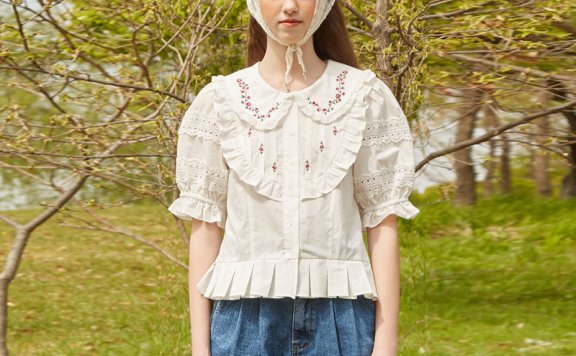 VITALSIGN韩国设计师品牌21夏款 法式少女花朵刺绣褶边短袖衬衫