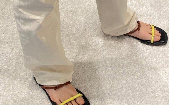 韩国设计师品牌Yuul Yie 20夏款 牛皮一字带蝴蝶结平底凉拖鞋正品