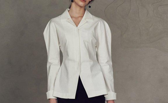 韩国设计师品牌 EIEN29 21春夏  设计感翻领阔袖收腰显瘦后开叉衬衫
