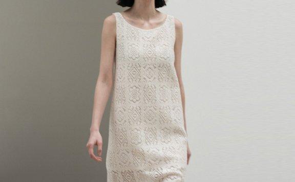 AMOMENTO 韩国设计师品牌 21夏 网纱透视蕾丝侧开叉无袖连衣裙