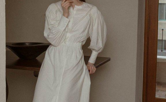 LENINA 韩国设计师品牌 21夏 法式蕾丝绑带前开叉灯笼袖连衣裙