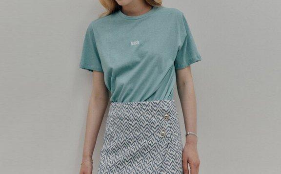 MUSEE韩国设计师品牌 21夏 不规则层次包裹格纹扣子直筒半身裙