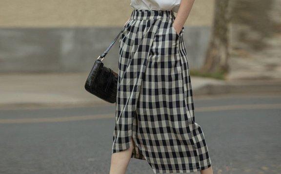 韩国设计师品牌 LENINA 21夏 法式复古高腰蓝白格子不对称半身裙