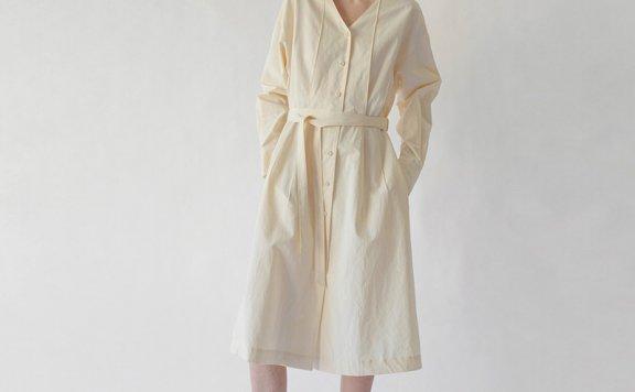 LO61 韩国设计师品牌 21夏 有机棉V领单排扣腰带款奶油色连衣裙