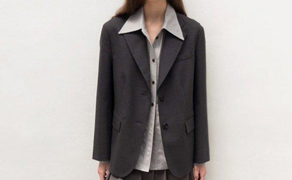 AVA MOLLI 韩国设计师品牌 21秋冬 单排扣人字纹后开叉西装外套