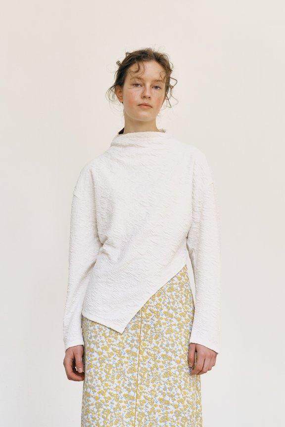 韩国设计师品牌MAISONMARAIS 21秋冬 半高领不规则下摆花纹上衣