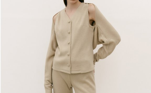 韩国设计师品牌MAISONMARAIS 21秋冬 单排扣马甲肩膀镂空短款外套