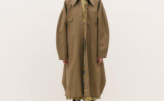 韩国设计师品牌MAISONMARAIS 21秋冬小尖领单排扣下摆收紧风衣