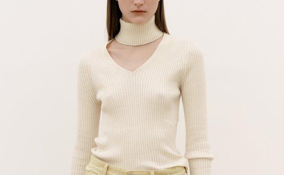 韩国设计师品牌MAISONMARAIS 21秋冬 个性高领V领套头修身针织衫