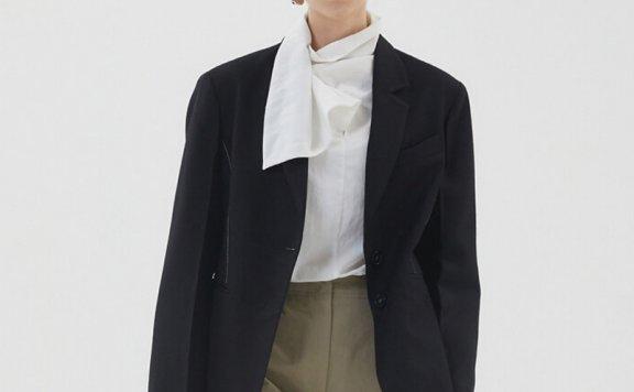 HAE BY HAEKIM 韩国设计师品牌 21秋冬 缝线两粒扣后开叉西装外套