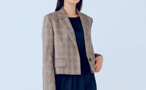 kuho plus韩国设计师品牌 21秋冬 一粒扣宽松人字纹短款西装外套