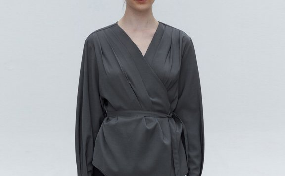 MOHAN 韩国设计师品牌 21秋冬 小众设计V领压褶系带纽扣衬衫上衣